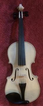 új hegedűm lakkozás előtt